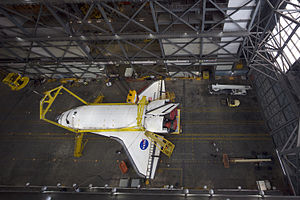 STS131 Discovery Inside VAB7