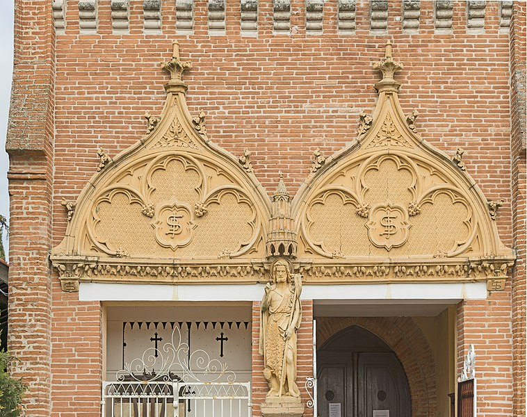 English:  Saint-Jean, Haute-Garonne. The church Saint-Jean Baptiste porch, Terracotta from Gaston Virebent.