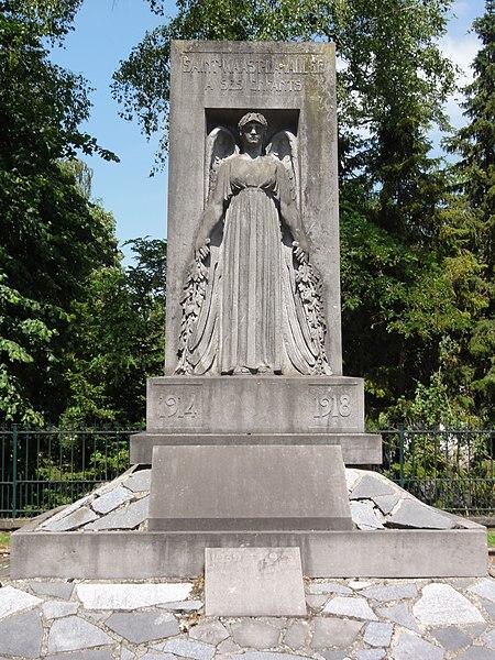 Saint-Waast-la-Vallée (Nord, Fr) monument aux morts.