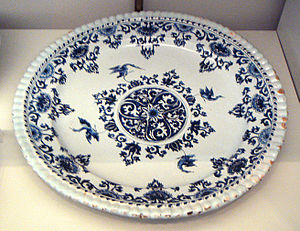 Saint-Cloud porcelain - Saint-Cloud faience plate, 1700-1710.
