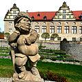 Schloss Weikersheim, Zwergengalerie im Schlossgarten. 02.jpg