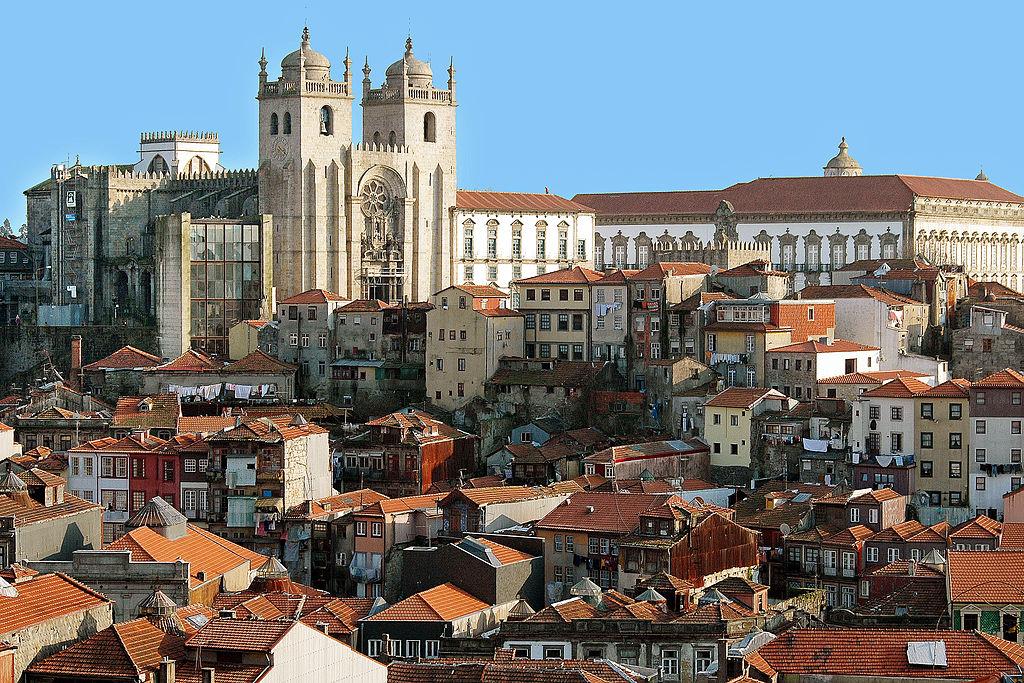 Cathédrale de Porto, la Sé au dessus de la Vieille Ville.