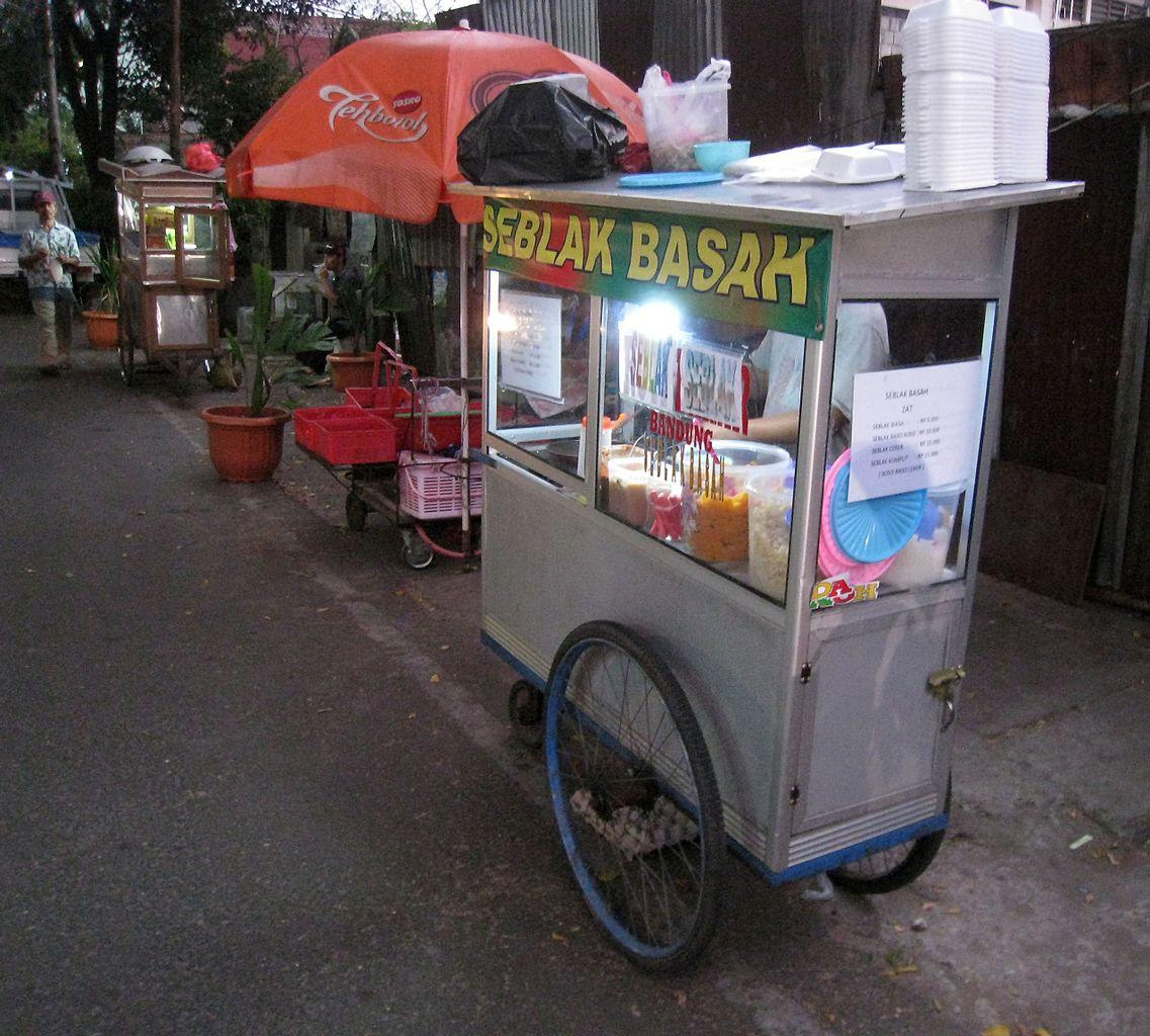 File Seblak Street Vendor 1 Jpg Wikimedia Commons