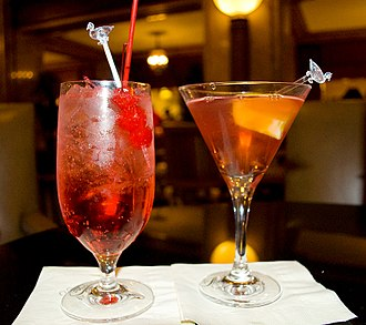 Shirley Temple (drink) - Shirley Temple (left) and a Cosmopolitan (right)