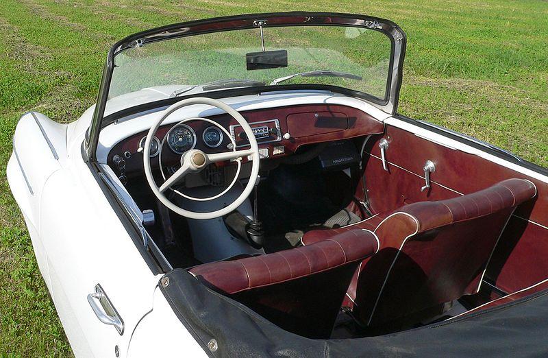 800px-Skoda_felicia_1962_interior