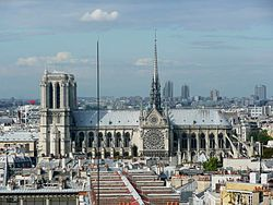 South facade of Notre-Dame de Paris, 14 August 2008.jpg