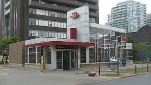 Spadina station - Walmer Ave entrance