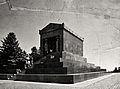 Spomenik Neznanom Junaku na Avali...jpg