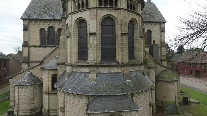 File:St. Lambertus (Immerather Dom) 2016.webm
