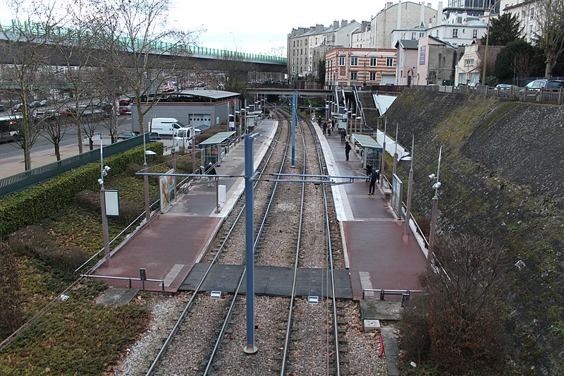 File:Station Tramway Ligne 2 Parc St Cloud 5.jpg