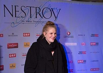 Stefanie Reinsperger Nestroy-Theaterpreis 2016.jpg