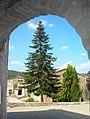 Su, Solsonès, des de sota l'arc del carrer - panoramio.jpg