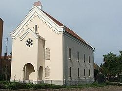 Synagogue 01 (Tata).jpg