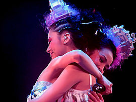 Twins hug each other on The Missing Piece Concert in 2006