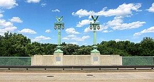 Taft Bridge - Image: Taft lamp posts