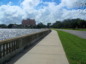 Bayshore Boulevard - Bayshore Boulevard, famous for its balustrade, looking south