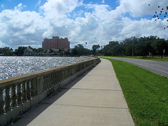 Bayshore Boulevard - Bayshore Boulevard, famous for its balustrade, looking south