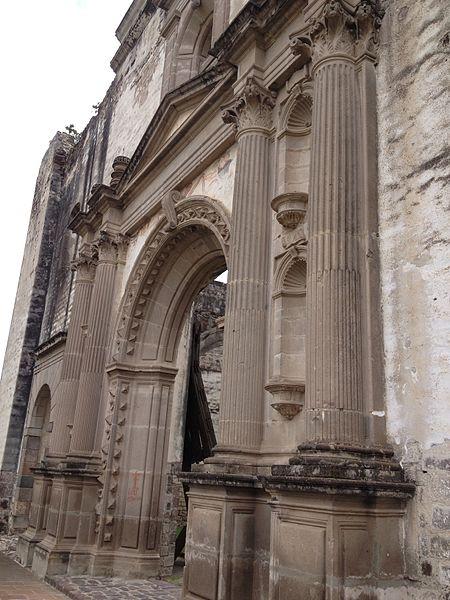 Ruinas de convento franciscano construido aproximadamente en 1530.