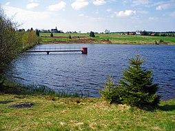 Pohled na Přebuz z jihu, od rybníka