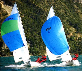 Tempest (keelboat) - Tempests on full speed reaching. Left old size spinnaker, right new size.