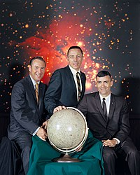 Apollo 13:n miehistö: James A. Lovell, John L. Swigert, Fred Haise.