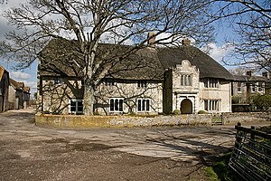 Hammoon - The thatched and mullioned manor house
