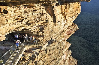 Three Sisters (Australia) - Tourists get close touch to the Rock Peak Meehni of the Three Sisters