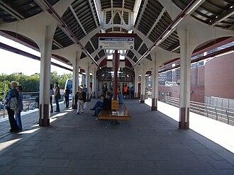 Timiryazevskaya (Monorail) - Timiryazevskaya's island platform.