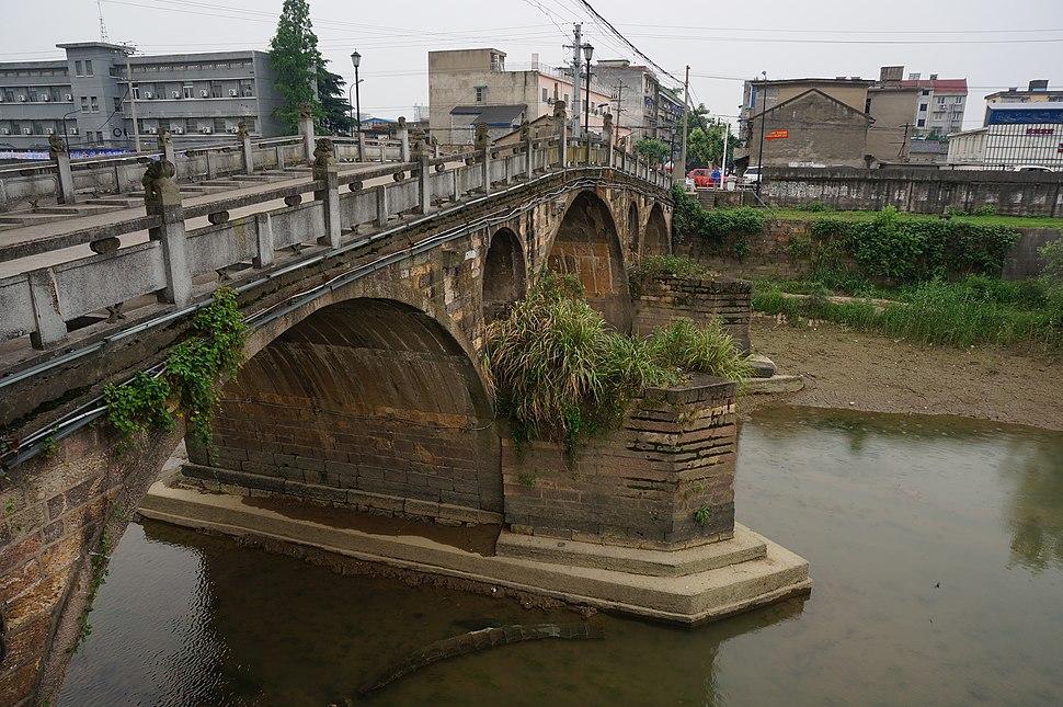 Tongji Bridge in Yuhang 08 2015-05.JPG