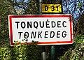 Tonquédec. Panneau d'agglomération cropped.jpg