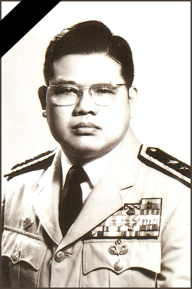 https://upload.wikimedia.org/wikipedia/commons/thumb/9/9b/Tuong_2.jpg/800px-Tuong_2.jpg