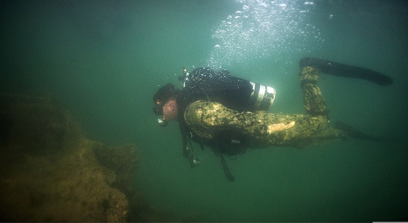 Pearl Harbor Underwater : File u s navy builder nd class keith reed assigned to
