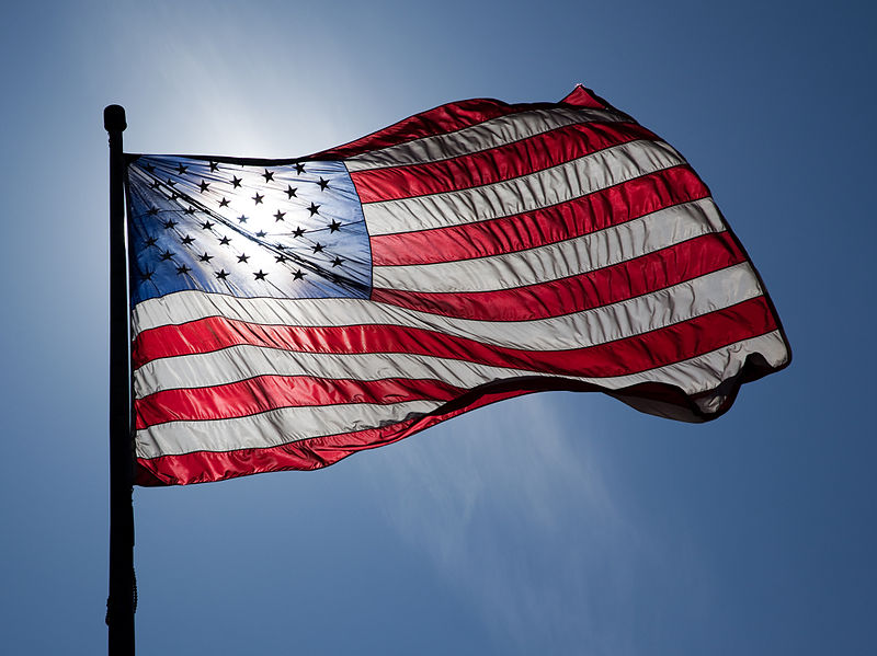 https://upload.wikimedia.org/wikipedia/commons/thumb/9/9b/US_Flag_Backlit.jpg/800px-US_Flag_Backlit.jpg