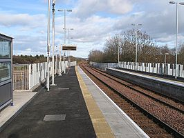 Uphall railway station, looking towards Edinburgh, in 2009.jpg