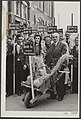 Urn met de opbrengst uit de Noord-Oost-Polder voor de kankerbestrijding, Bestanddeelnr 048-0299.jpg