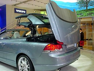 Retractable hardtop - A Volvo C70 with retractable hardtop