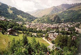 Valloire dans sa vallée, en été