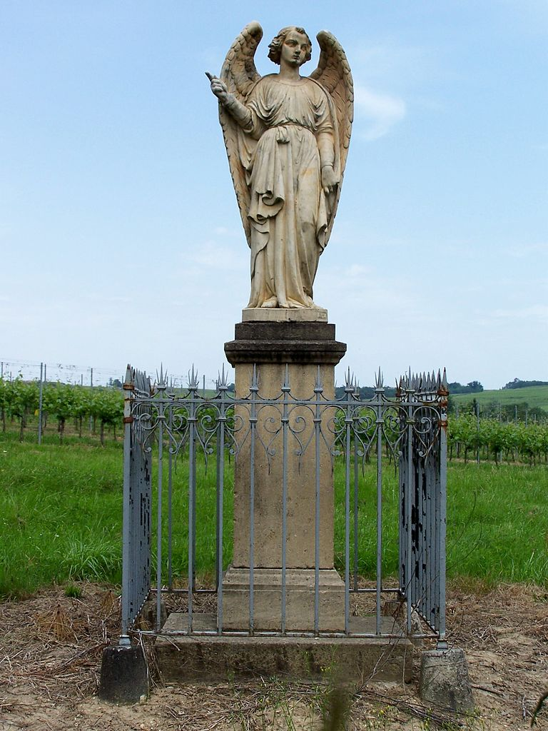 N'oublions pas nos chers anges-gardiens ! - Page 6 768px-Verdelais_Statue_Ange