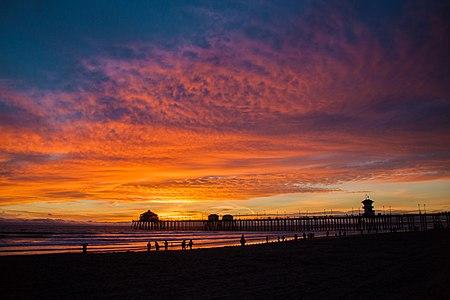 Huntington Beach Municipal Pier. NHRP #89001203