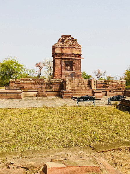 படிமம்:View of the Remains of the Dashavatara Temple in Deogarh.jpg