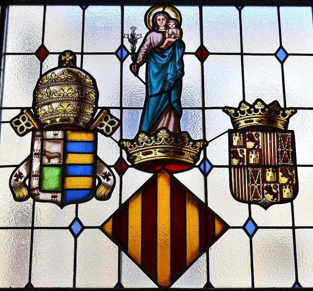 File:Vitrall amb els escuts de la universitat, la Nau, València.JPG