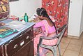 Vrouw eating with her hands Sri Lanka.jpg