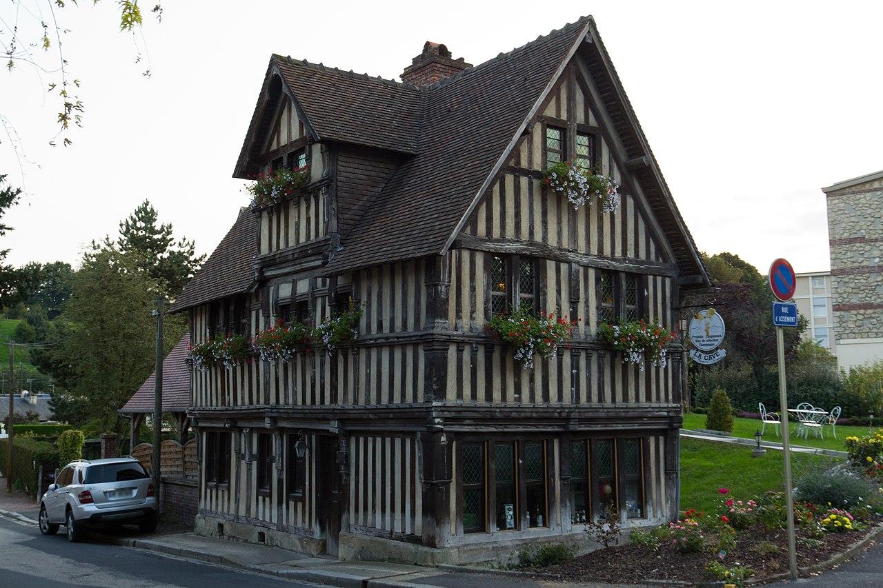 File:Vue nord-est de la maison à pans de bois d'Assemont ...