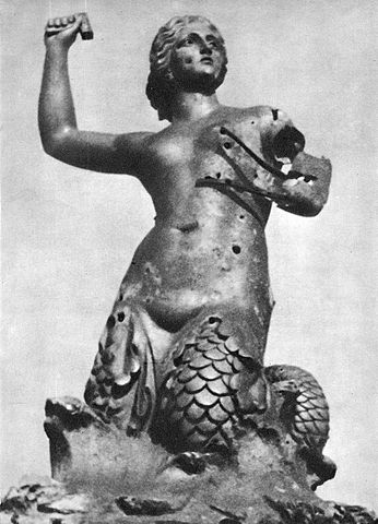 > Sirene de Varsovie en 1945.