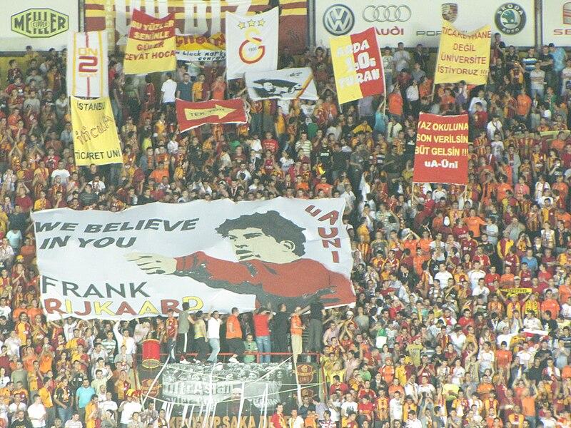 800px-We_Believe_in_YOu_Rijkaard-UA.jpg