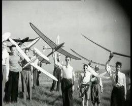 Bestand:Wedstrijden met modelvliegtuigen.webm