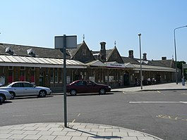 Weston-super-Mare railway station exterior 02.jpg