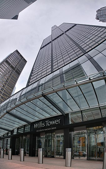 West facade and entrance Willis Tower.jpg
