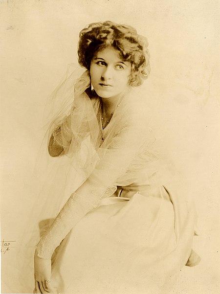 Winifred Kingston, film actress (SAYRE 4901).jpg