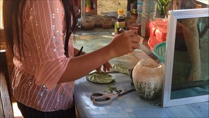 File:Woman preparing areca nut for chewing, Myanmar - 20141209.webm